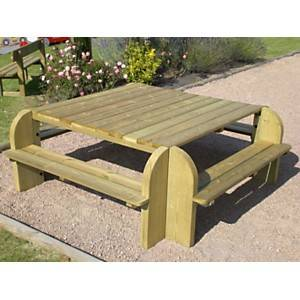 Table carrée avec bancs CIHB Elite,  pin autoclave